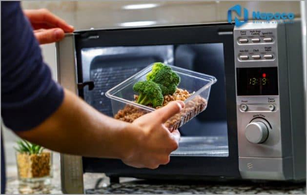 Nấu ăn bằng lò vi sóng có an toàn?